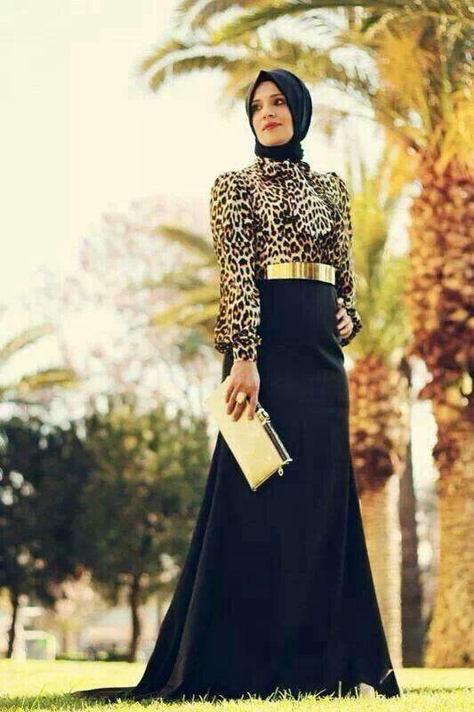 Uzun-Siyah-Etek-Üzerine-Leopar-Desenli-Bluz-Altın-Rengi-Kemer-Çanta-Kayra-Abiye-Modeli