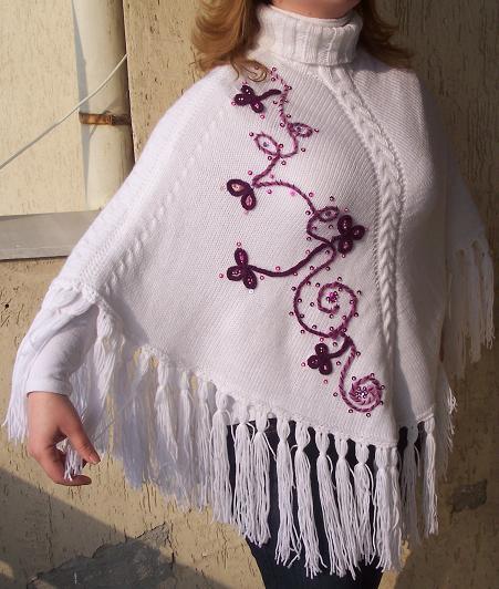 mor-nakışlı-beyaz-bayan-panço-modelleri