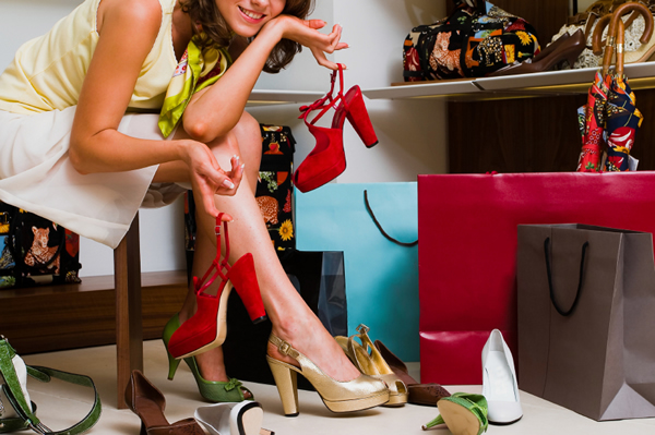 woman-shopping-for-shoes