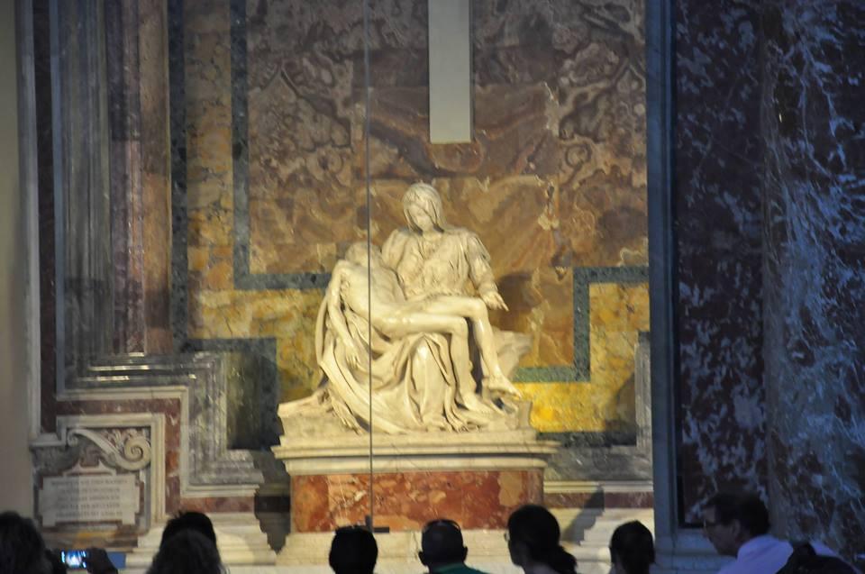Vatikan'da Michalengelo'nun ünlü Meryem Heykeli