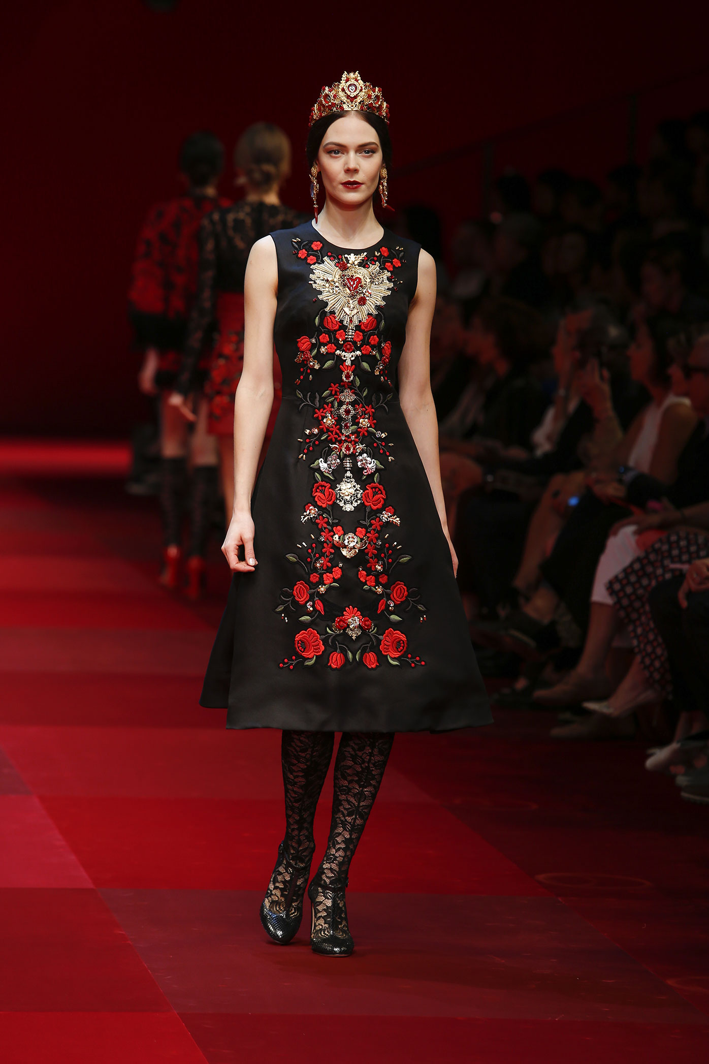 dolce-and-gabbana-summer-2015-women-fashion-show-runway-60-zoom