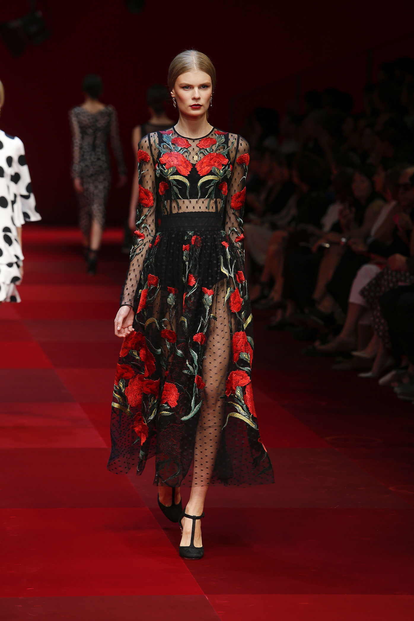 dolce-and-gabbana-summer-2015-women-fashion-show-runway-72-zoom