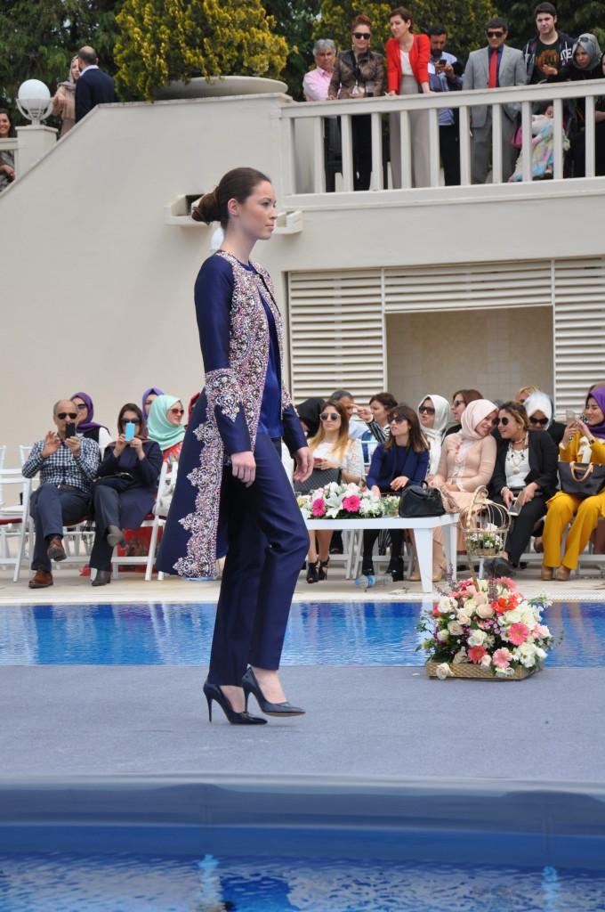 28242a0577be2 Tarz-ı Bahar Defilesi CHAMAY: Elegant Zarafet! | Tesettür Giyim Blog