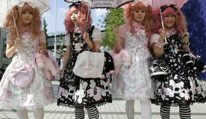Tesettürün Özenti Hali: ;Lolita Modası