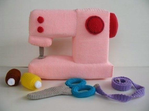 kiz-bebekler-icin-orgu-oyuncak-dikis-makinasi