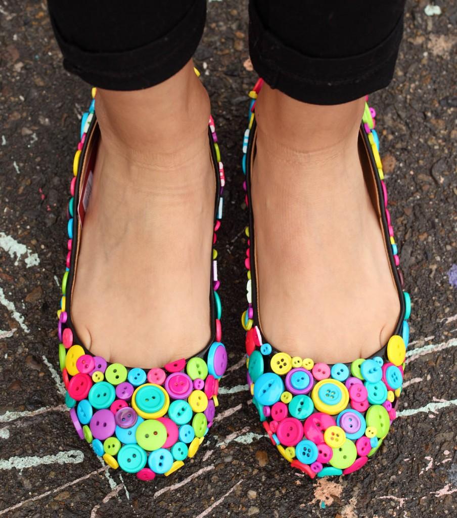 düğme ile ayakkabı süsleme