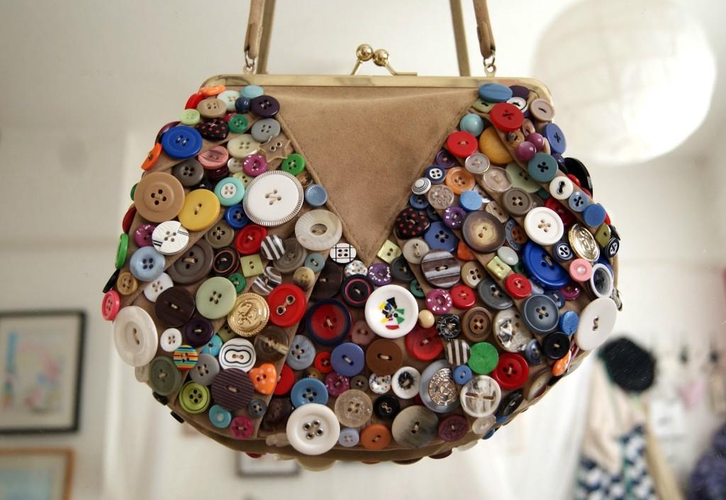 düğme ile çanta süsleme