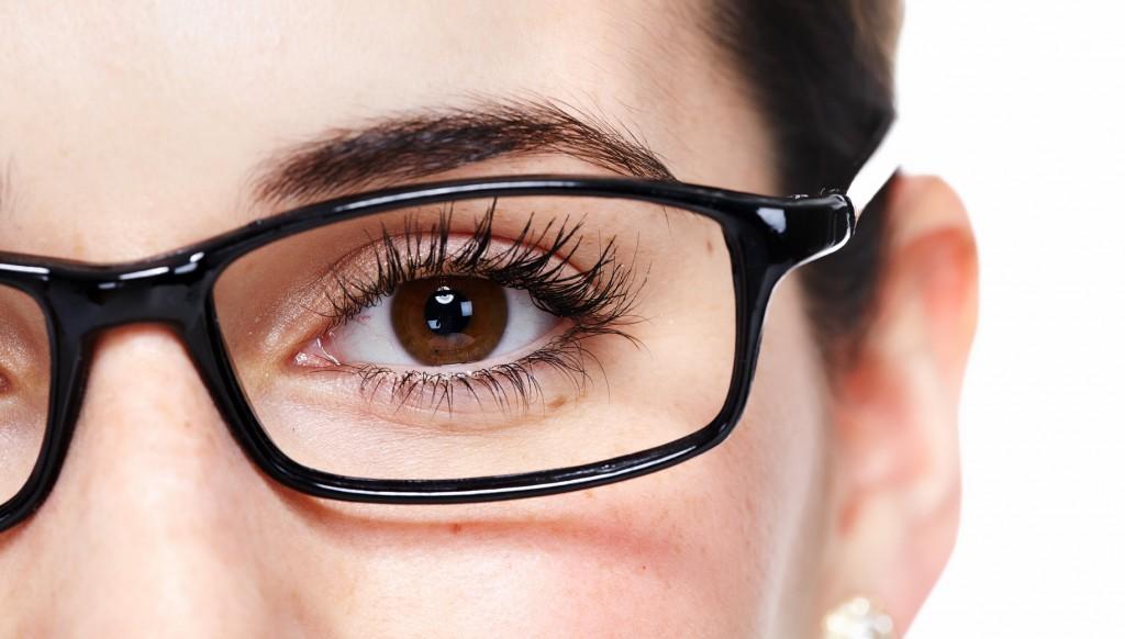 gözlüklü makyaj.