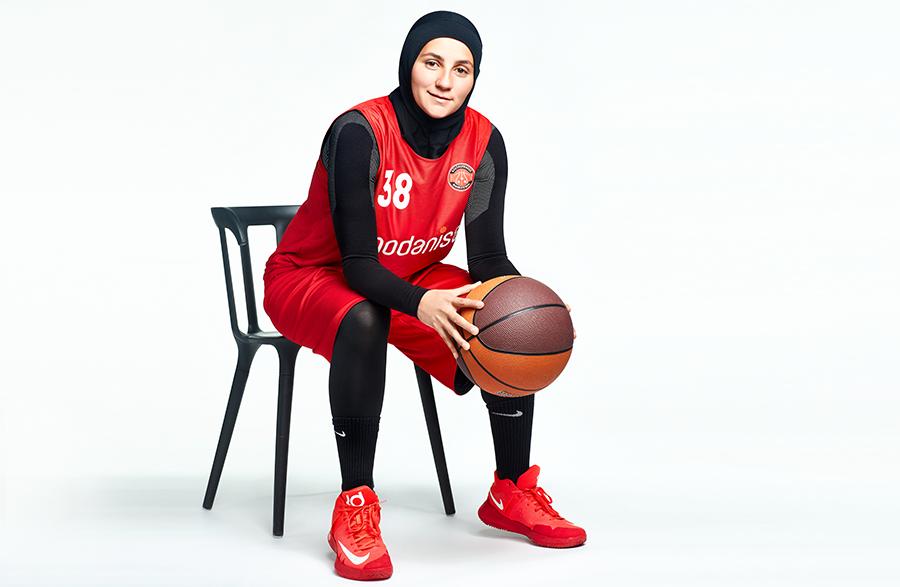 İlk Başörtülü Kadın Basketbolcu Merve Şapçı
