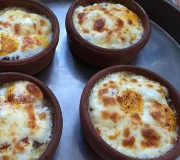 guvecte-kiymali-yumurta