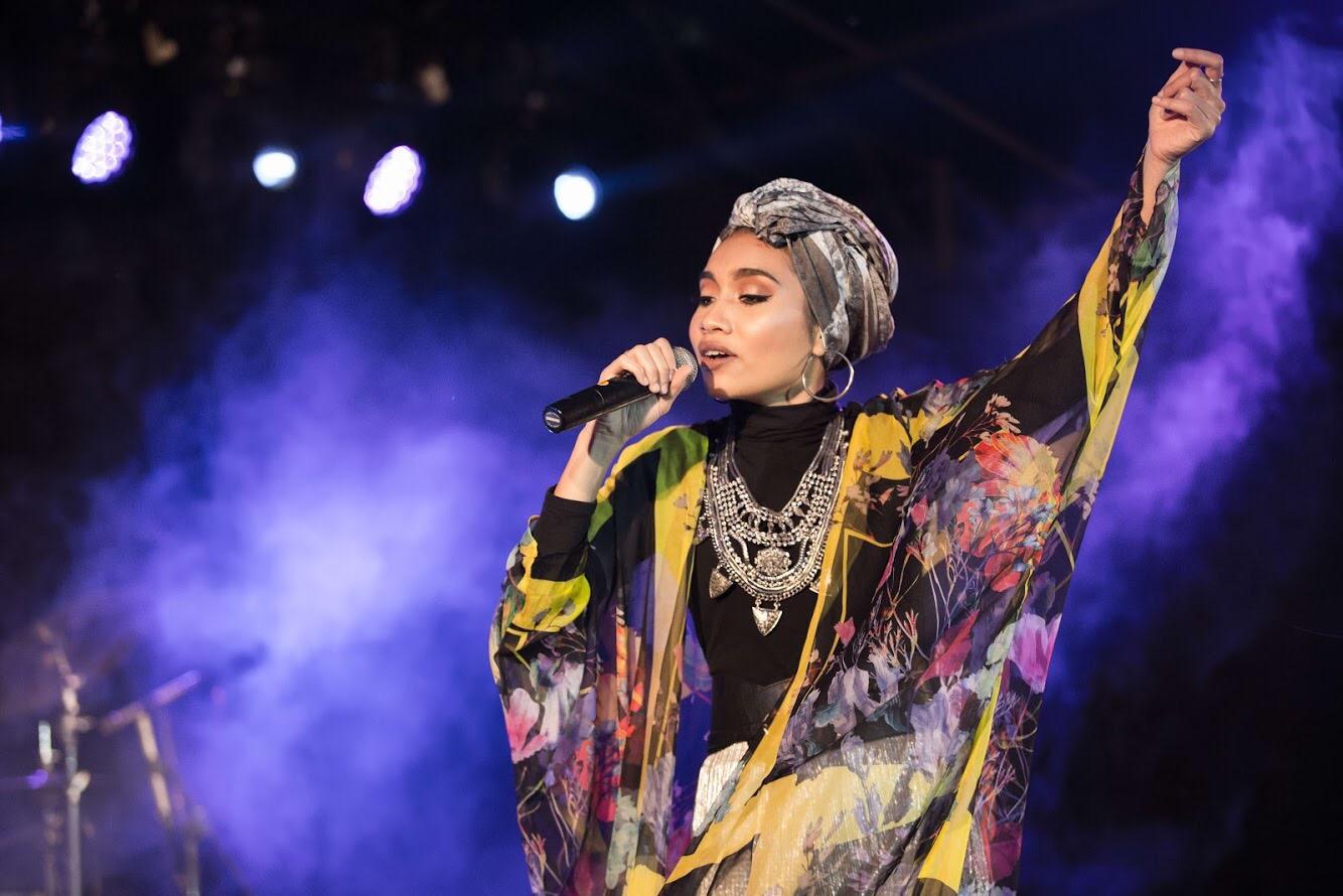 başörtülü-şarkıcı-Yuna-Malezyalı-Müslüman
